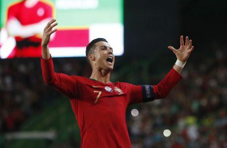 O Κριστιάνο Ρονάλντο πανηγυρίζει την επίτευξη του δεύτερου γκολ για την Εθνική Πορτογαλίας, στην εντός έδρας αναμέτρηση της κόντρα στο Λουξεμβούργο, στο στάδιο Ζοζέ Αλβαλάδε της Λισαβόνας, για τα προκριματικά του Euro 2020.