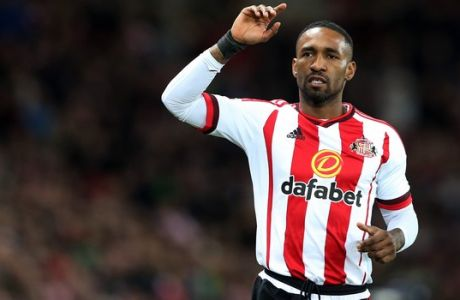 Sunderland's Jermain Defoe during the English Premier League soccer match between Sunderland and Liverpool at the Stadium of Light, Sunderland, England, Wednesday, Dec. 30, 2015. (AP Photo/Scott Heppell)