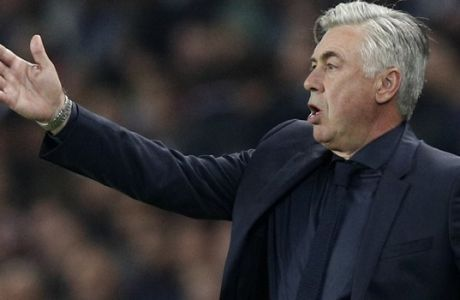 Bayern coach Carlo Ancelotti gives directions to his players during a Champions League Group B soccer match between Paris Saint-Germain and Bayern Munich at the Parc des Princes stadium in Paris, France, Wednesday, Sept. 27, 2017. (AP Photo/Christophe Ena)