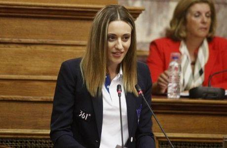 """Κορακάκη στη Βουλή: """"Δεν έχω παράπονα, κάνω έκκληση για τους νέους"""""""