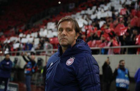 Ο προπονητής του Ολυμπιακού, Πέδρο Μαρτίνς, σε στιγμιότυπο της αναμέτρηση με τον Ερυθρό Αστέρα για τη φάση των ομίλων του Champions League 2019-2020 στο 'Γεώργιος Καραϊσκάκης', Τετάρτη 11 Δεκεμβρίου 2019