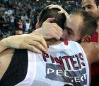 Ο Βασίλης Σπανούλης και ο Γιώργος Πρίντεζης μετά το φινάλε του τελικού της Euroleague στην Κωνσταντινούπολη το 2012