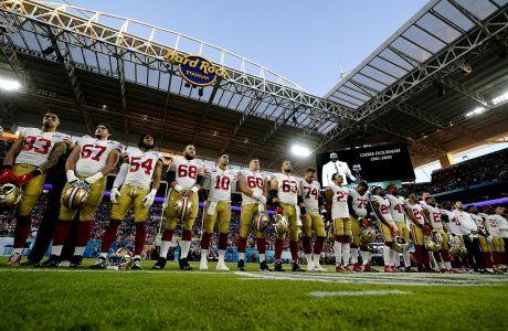 Οι Σαν Φραντσίσκο 49ers παρατεταγμένη για ένα λεπτό σιγής πριν από την έναρξη του Super Bowl 54 κόντρα στους Κάνσας Σίτι Τσιφς για το NFL 2019-2020, 'Χαρντ Ροκ Στέιντιουμ', Μαϊάμι, Κυριακή 2 Φεβρουαρίου 2020