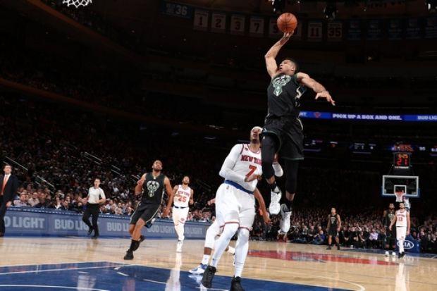 NBA: Στο Νο1 και το Νο2 του Top-10 ο Giannis (video)