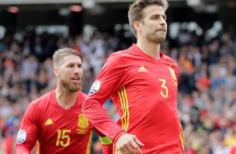 Spain's Gerard Pique, right, celebrates with Sergio Ramos after scoring the opening goal during the Euro 2016 Group D soccer match between Spain and the Czech Republic at the Stadium municipal in Toulouse, France, Monday, June 13, 2016. (AP Photo/Petr David Josek)