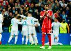 """Ο Ντέιβιντ Άλαμπα απογοητευμένος μετά από ένα γκολ της Ρεάλ στον ημιτελικό του Champions League της σεζόν 2017/18 στο """"Μπερναμπέου"""" (1/5/2018)."""