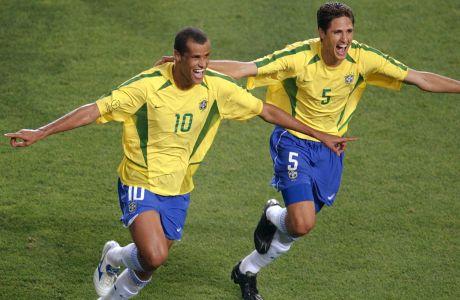 o Ριβάλντο πανηγυρίζει μαζί με τον Εντμίλσον την επίτευξη του 2-1 εις βάρος της Τουρκίας, στη φάση των ομίλων του Παγκοσμίου Κυπέλλου 2002