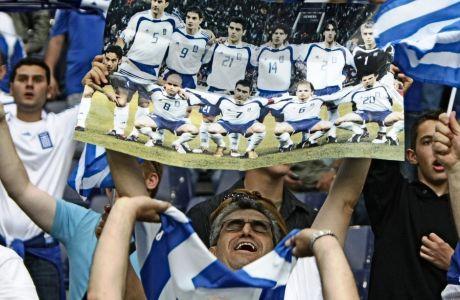 Το στιγμιότυπο είναι από τον Ιούνιο του 2008 και το Euro στα γήπεδα της Αυστρλίας και της Ελβετίας, όπου η Εθνική είχε 0/3. Η Ελλάδα δεν έχει προκριθεί στην τελική φάση μεγάλου τουρνουά, από το 2014.