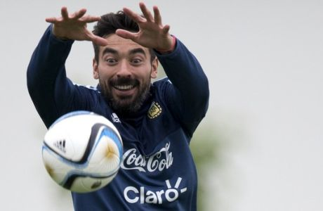 Argentina's Ezequiel Lavezzi catches a ball during a training session in Buenos Aires, Argentina, Monday, Nov. 9, 2015. Argentina will face Brazil for a World Cup qualifying soccer match on Nov. 12. (AP Photo/Natacha Pisarenko)