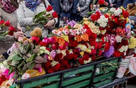 People lay flowers for the victims of a fire in a multi-story shopping center in the Siberian city of Kemerovo, about 3,000 kilometers (1,900 miles) east of Moscow, Russia, Monday, March 26, 2018. Russian officials say a fire at a shopping mall in a Siberian city has killed over 50 people. The Ekho Mosvky radio station quoted witnesses who said the fire alarm did not go off and that the staff in the mall in Kemerovo did not organize the evacuation. (AP Photo)