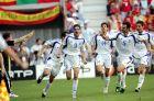 Ο Χαριστέας πανηγυρίζει το 1-1 επί της Ισπανίας, ενώ τρέχουν να τον συγχαρούν οι Καψής, Φύσσας, Δέλλας και Κατσουράνης (16/6/2004)