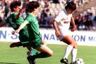 Ο Βασίλης Καραπιάλης της Λάρισας σε στιγμιότυπο με τον Κρις Καλατζή και Λούη Χριστοδούλου του Παναθηναϊκού για την Α' Εθνική 1990-1991 στο Ολυμπιακό Στάδιο | Κυριακή 12 Μαΐου 1991