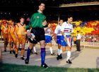 """Μπαρτσελόνα και Σαμπντόρια κατά την είσοδό τους στο """"Γουέμπλεϊ"""" για τον τελικό του Κυπελλου Πρωταθλητριών του 1992."""