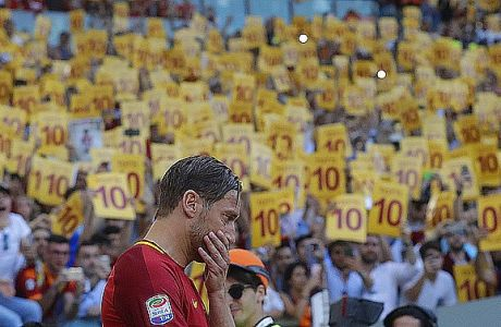 Roma's Francesco Totti gets emotional as he salutes his fans after an Italian Serie A soccer match between Roma and Genoa at the Olympic stadium in Rome, Sunday, May 28, 2017. Francesco Totti is playing his final match with Roma against Genoa after a 25-season career with his hometown club. (AP Photo/Alessandra Tarantino)