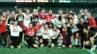 Οι παίκτες της Βαλένθια με το ισπανικό Σούπερ Καπ (15/8/1999)