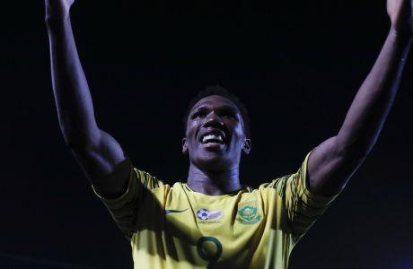 Ο Λέμπο Μοτίμπα, διεθνής ποδοσφαιριστής της Νότιας Αφρικής
