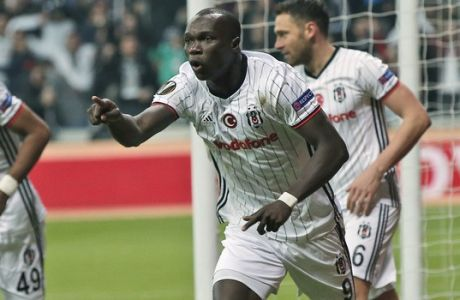 Besiktas' Vincent Aboubakar celebrates after scoring against Olympiakos during a Europa League round of 16 second leg soccer match between Besiktas and Olympiakos, in Istanbul, Thursday, March 16, 2017. Besiktas won the match 4-1 and was qualified. (AP Photo/Emrah Gurel)