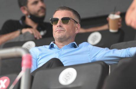 Ο επικεφαλής της ελληνικής διαιτησίας, Μαρκ Κλάτενμπεργκ, παρακολουθεί την αναμέτρηση ΟΦΗ - Παναθηναϊκός για την 5η αγ. της Super League Interwetten 2020-2021 | 18/10/2020 (ΦΩΤΟΓΡΑΦΙΑ: ΜΙΧΑΛΗΣ ΚΑΡΑΓΙΑΝΝΗΣ / EUROKINISSI)