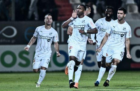Ο Λισάντρο Σεμέδο του ΟΦΗ πανηγυρίζει το γκολ που σημείωσε κόντρα στην ΑΕΚ σε αναμέτρηση για τη Super League 1 2019-2020 στο 'Γεντί Κουλέ', Σάββατο 30 Νοεμβρίου 2019