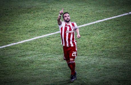 Ο Ματιέ Βαλμπουενά του Ολυμπιακού πανηγυρίζει το γκολ που σημείωσε κόντρα στην Τότεναμ σε αναμέτρηση για τη φάση των ομίλων του Champions League 2019-2020 στο 'Γεώργιος Καραϊσκάκης', Τετάρτη 18 Σεπτεμβρίου 2019