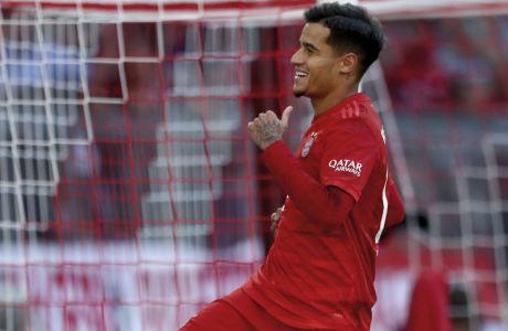 O Φιλίπε Κοουτίνιο πανηγυρίζει το τέρμα που πέτυχε για λογαριασμό της Μπάγερν Μονάχου στην αναμέτρηση με την Κολωνία, για την Bundesliga (21/09/2019) - AP Photo/Matthias Schrader