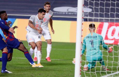 Ο Φιλίπε Κοουτίνιο της Μπάγερν σκοράρει κόντρα στην Μπαρτσελόνα για τα προημιτελικά του Champions League 2019-2020 στο 'Λουζ' της Λισαβόνας | Παρασκευή 14 Αυγούστου 2020