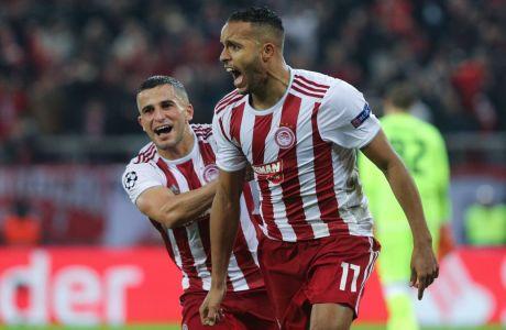 Ο Ελ Αραμπί μόλις έχει σκοράρει από το σημείο του πέναλτι στο 87' της αναμέτρησης με τον Ερυθρό Αστέρα, χαρίζοντας στον Ολυμπιακό τη νίκη (1-0) και την πρόκριση στους '32' του Europa League (ΦΩΤΟΓΡΑΦΙΑ: ΜΑΡΚΟΣ ΧΟΥΖΟΥΡΗΣ / EUROKINISSI)