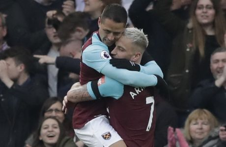 West Hams's Javier Hernandez, left, and West Hams's Marko Arnautovic celebrate after scoring goal during the English Premier League soccer match between Chelsea and West Ham United at Stamford Bridge stadium in London, Sunday, April 8, 2018. (AP Photo/Matt Dunham)