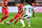 Ο Σάρλες Αράνγκις της Λεβερκούζεν μονομαχεί με τον Μουρίλο της Λοκομοτίβ για τη φάση των ομίλων του Champions League 2019-2020 στη 'ΜπαϊΑρένα', Λεβερκούζεν, Τετάρτη 18 Σεπτεμβρίου 2019
