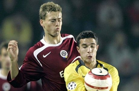 Prague's Pavel Pergl, left, challenges for the ball with London's Robin van Persie during the Champions League group B match between AC Sparta Praha and Arsenal FC London at the Sparta Stadium in Prague, Czech Republic, Tuesday Oct. 18, 2005. (AP Photo/Frank Augstein)