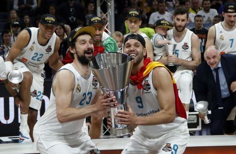 Real Madrid's Felipe Reyes, front right, and Sergio Llull celebrate as they win the Final Four Euroleague final basketball match between Real Madrid and Fenerbahce Istanbul in Belgrade, Serbia, Sunday, May 20, 2018. (AP Photo/Darko Vojinovic)
