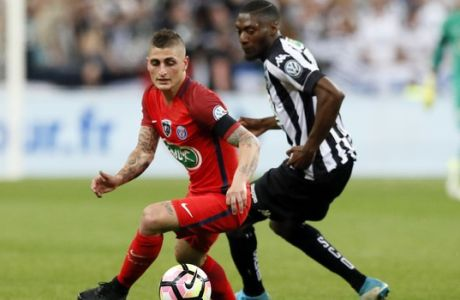 Paris Saint-Germain's Marco Verratti runs with the ball front of Angers' Ismael Traore during the French Cup 2017 Final soccer match, between Paris Saint-Germain (PSG) and Angers at Stade de France in Saint Denis, north of Paris, France, Saturday, May 27, 2017. (AP Photo/Francois Mori)