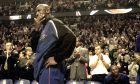 Ο Μάικλ Τζόρνταν των Ουάσιγκτον Γουίζαρντς πριν από την αναμέτρηση κόντρα στους Σικάγο Μπουλς για το NBA 2001-2002 στο 'Γιουνάιτεντ Σέντερ', Σικάγο, Σάββατο 19 Ιανουαρίου 2002
