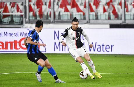 Ο Αντόνιο Καντρέβα της Ίντερ μαρκάρει στενά τον Κριστιάνο Ρονάλντο της Γιουβέντους, κατά τη διάρκεια του ντέρμπι Γιουβέντους-Ίντερ, που έγινε στο 'Allianz Stadium' του Τορίνο, την Κυριακή 8 Μαρτίου 2020