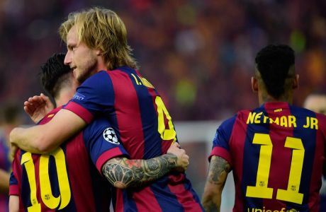 Barcelona's Croatian midfielder Ivan Rakitic (C) is congratulated by teammates after scoring during the UEFA Champions League Final football match between Juventus and FC Barcelona at the Olympic Stadium in Berlin on June 6, 2015.     AFP PHOTO / OLIVIER MORIN        (Photo credit should read OLIVIER MORIN/AFP/Getty Images)