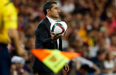 Athletic Bilbao's head coach Ernesto Valverde holds the ball during a second leg Spanish Super Cup soccer match between FC Barcelona and Athletic Bilbao at the Camp Nou stadium in Barcelona, Spain, Monday, Aug.17, 2015. (AP Photo/Manu Fernandez)