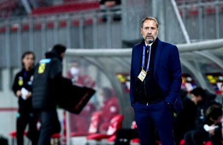 Ο προπονητής της Εθνικής Ελλάδας, Τζον φαν'τ Σχιπ, σε στιγμιότυπο της φιλικής αναμέτρησης με την Αυστρία στο 'Βέρτχερζι Στάντιον', Κλάγκενφουρτ | Τετάρτη 7 Οκτωβρίου 2020