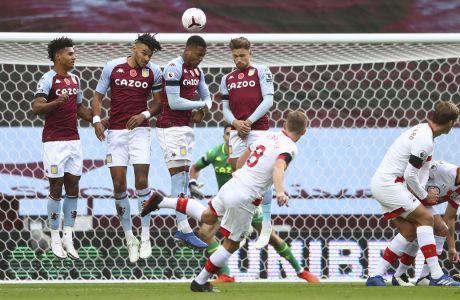 Ο Τζέιμς Γουόρντ Πρόουζ σκόραρε με δύο εκτελέσεις φάουλ και με μια ακόμη έκανε την ασίστ στον Βέστεργκααρντ, στη νίκη της Σάουθαμπτον με σκορ 3-4 στο 'Villa Park' του Μπέρμιγχαμ επί της Άστον Βίλα, για την 7η αγωνιστική της Premier League   01/11/2020 (Michael Steele/Pool via AP)