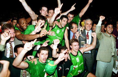 Οι παίκτες της Μπανταλόνα πανηγυρίζουν για την κατάκτηση του Κυπέλλου Πρωταθλητριών 1993-1994