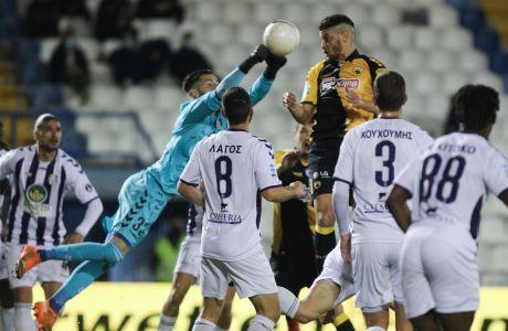 Γιαννακόπουλος και Χνιντ πρωταγωνίστησαν αρνητικά στην αναμέτρηση της Ριζούπολης, όπου ο Απόλλων επικράτησε με σκορ 2-1 αλλά η ΑΕΚ πήρε την πρόκριση για τα προημιτελικά του Κυπέλλου | 04/02/2021 (ΦΩΤΟΓΡΑΦΙΑ: ΜΑΡΚΟΣ ΧΟΥΖΟΥΡΗΣ / EUROKINISSI)