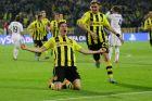 Ο Ρόμπερτ Λεβαντόβσκι της Ντόρτμουντ πανηγυρίζει γκολ που σημείωσε κόντρα στη Ρεάλ για τον 1ο ημιτελικό του Champions League 2012-2013 στο 'Ζιγκνάλ Ιντούνα Παρκ', Ντόρτμουντ | Τετάρτη 24 Απριλίου 2013