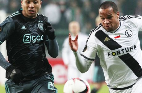 Kenny Tete, left, from Ajax and Vadis Odjidja Ofoe from Legia challenge for the ball during the Europa League round of 32 first leg soccer match between Legia Warsaw and Ajax Amsterdam at Stadion Wojska Polskiego in Warsaw, Poland, Thursday, Feb. 16, 2017. (AP Photo/Czarek Sokolowski)