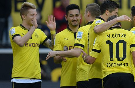 Dortmund's striker Marco Reus (L) celebrates with his teammates after scoring during the German first division Bundesliga football match Borussia Dortmund vs FSV Mainz in the German city of Dortmund on April 20, 2013. AFP PHOTO / PATRIK STOLLARZ  DFL RULES TO LIMIT THE ONLINE USAGE DURING MATCH TIME TO 15 PICTURES PER MATCH. IMAGE SEQUENCES TO SIMULATE VIDEO IS NOT ALLOWED AT ANY TIME. FOR FURTHER QUERIES PLEASE CONTACT DFL DIRECTLY AT + 49 69 650050.        (Photo credit should read PATRIK STOLLARZ/AFP/Getty Images)