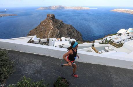 Αγώνας δρόμου στο Santorini Experience στην Οία