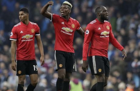 Manchester United's Paul Pogba celebrates with Marcus Rashford, left, and Romelu Lukaku, right, at the end of the English Premier League soccer match between Manchester City and Manchester United at the Etihad Stadium in Manchester, England, Saturday April 7, 2018. (AP Photo/Matt Dunham)