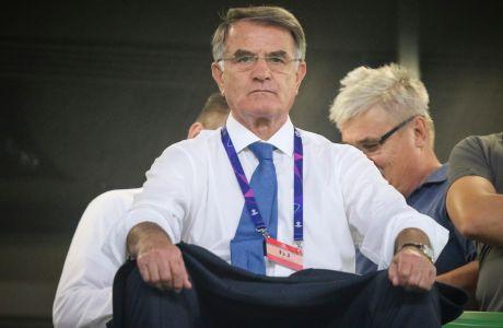 Ο εκτελεστικός διευθυντής της ΑΕΚ, Ντούσαν Μπάγεβιτς, παρακολουθεί την αναμέτρηση με τη Βίντι για τον 1ο αγώνα του 3ου προκριματικού γύρου του Champions League 2018-2019 στην 'Γκρουπάμα Αρένα', Βουδαπέστη   Τετάρτη 22 Αυγούστου 2018