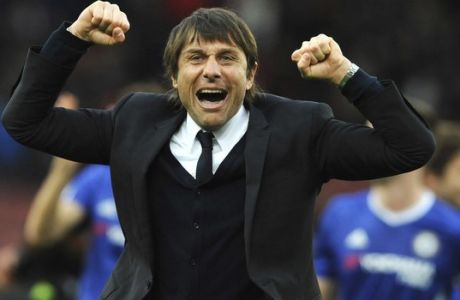 Chelsea manager Antonio Conte celebrates after Chelsea beat Stoke City 2-1 during the English Premier League soccer match between Stoke City and Chelsea at the Britannia Stadium, Stoke on Trent, England, Saturday, March 18, 2017. (AP Photo/Rui Vieira)