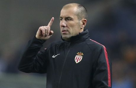 Monaco coach Leonardo Jardim gestures during the Champions League group G soccer match between FC Porto and AS Monaco at the Dragao stadium in Porto, Portugal, Wednesday, Dec. 6, 2017. (AP Photo/Luis Vieira)