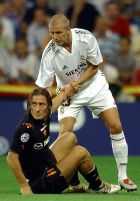 Real Madrid's English player David Beckham, top, helps AS Roma's Italian striker Francesco Totti to get up during their Champions League, group B, soccer match at Real's Santiago Bernabeu stadium in Madrid, Spain, Tuesday, Sept. 28, 2004. (AP Photo/Fernando Llano)