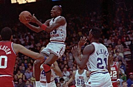 O Μάικλ Τζόρνταν σε στιγμιότυπο από το NBA All Star Game 1988, ετοιμάζεται να καρφώσει.